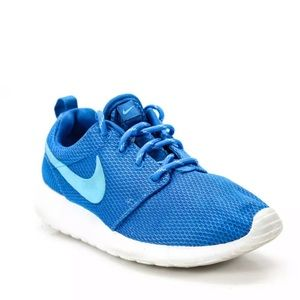 Nike lightweight running sneakers